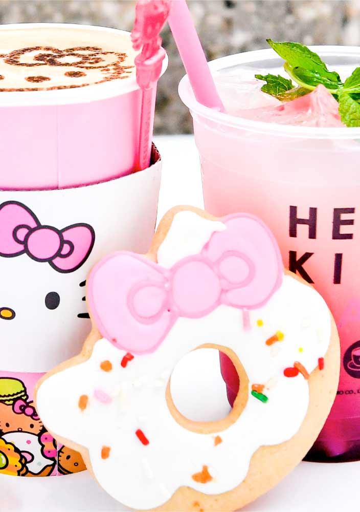 Prepare algumas guloseimas no formato de elementos que fazem parte do cenário da Hello Kitty.
