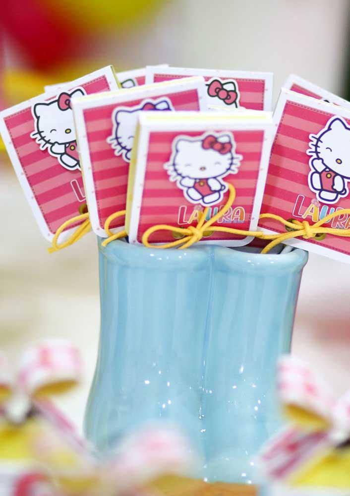 Essa é uma boa ideia para colocar no centro de mesa Hello Kitty.
