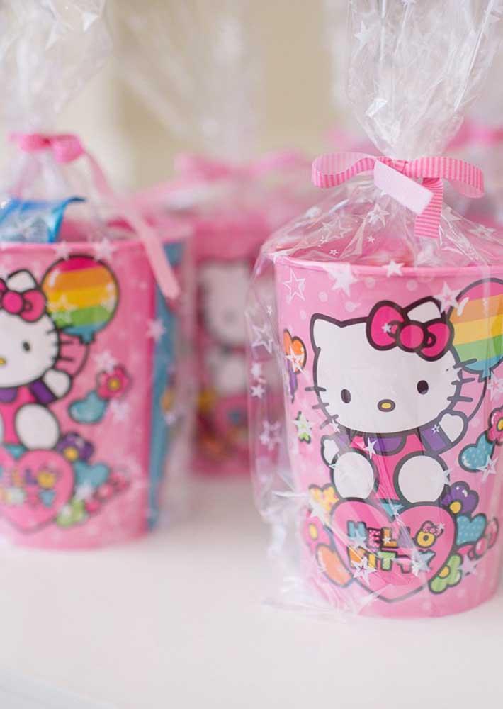Alguns itens personalizados da Hello Kitty podem ser encontrados em lojas de festas.
