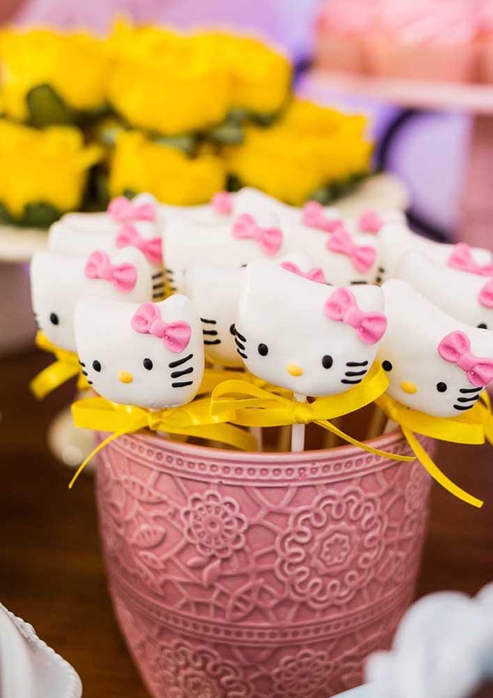 Já pensou em fazer pirulitos com a carinha da Hello Kitty?