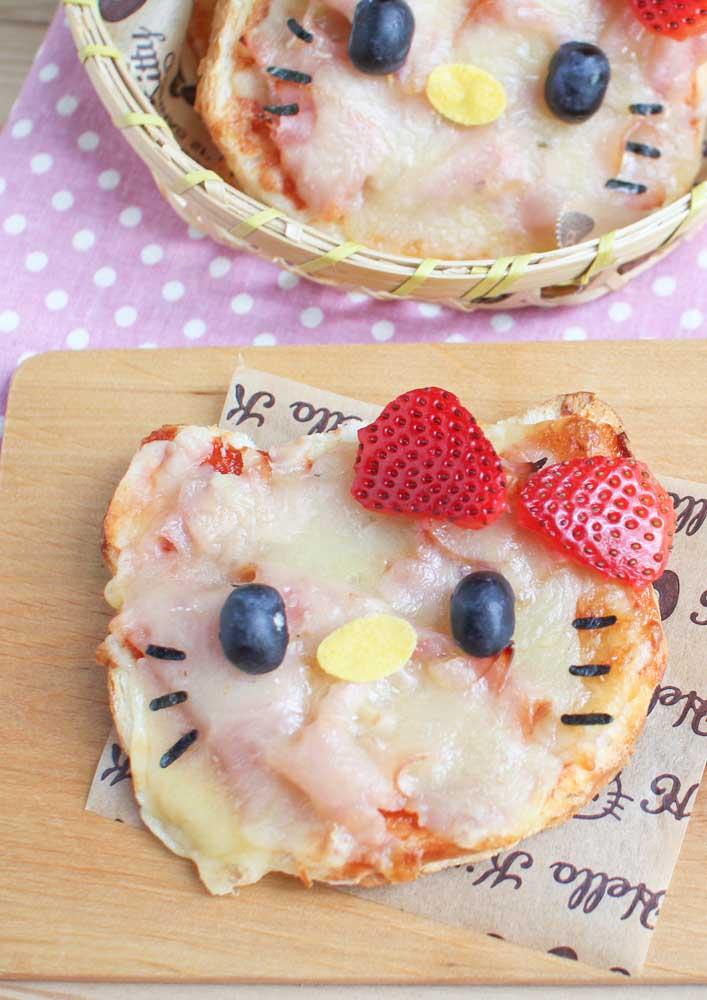 O que acha de fazer uma noite de pizza com o tema Hello Kitty para comemorar o aniversário em alto estilo?
