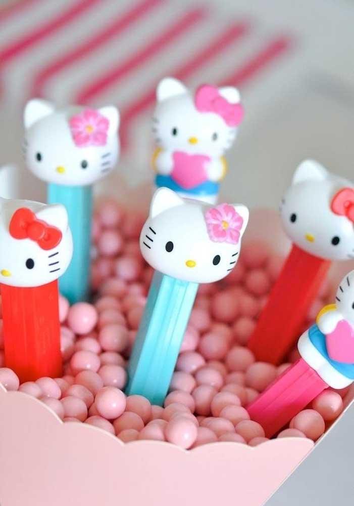 Guloseimas não podem faltar na festa infantil Hello Kitty.