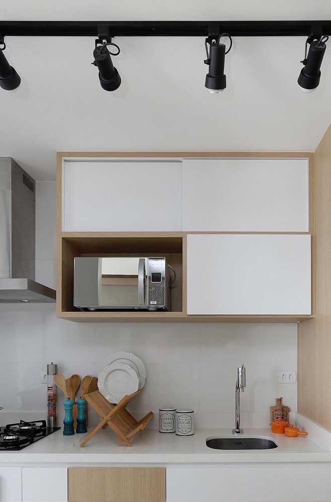 Tinta branca para pintar esse azulejo antigo da cozinha