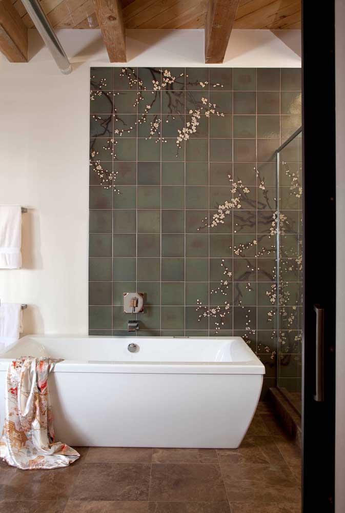 E o que acha de desenhar cerejeiras sobre o azulejo?