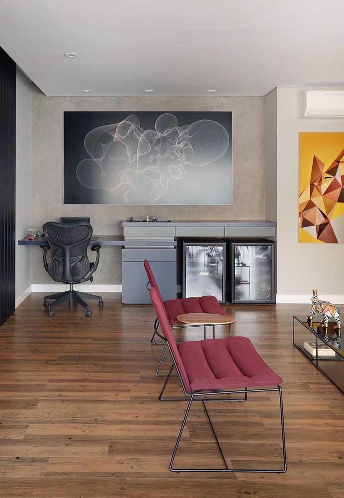 Clean e minimalista: quem disse que não dá para atingir esse nível estético com a poltrona vermelha?