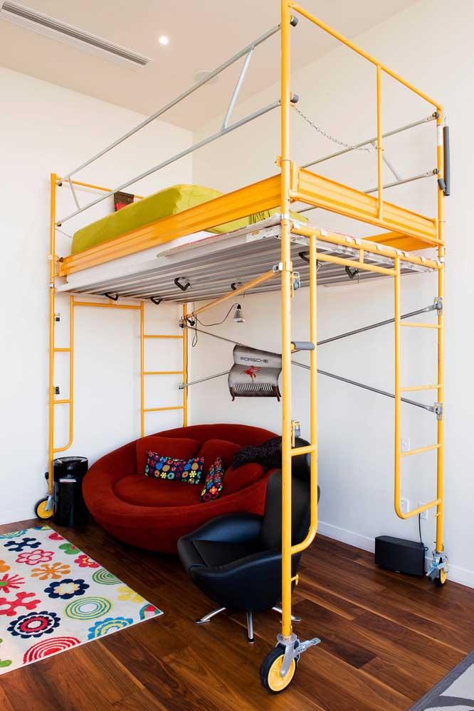 Poltrona vermelha redonda no quarto infantil: para decorar e acolher