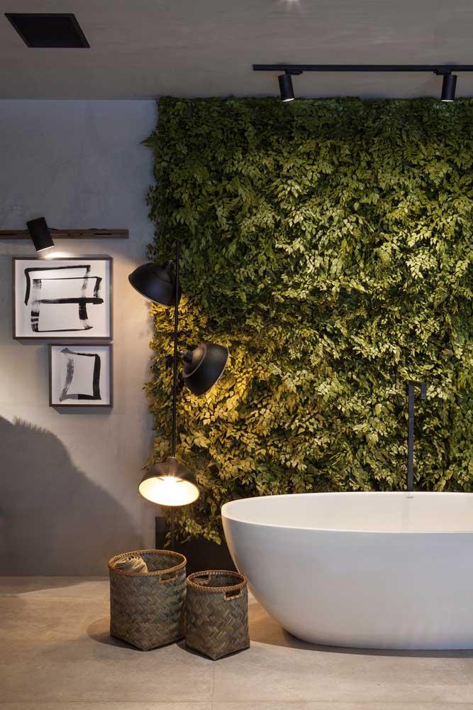 Que tal um muro inglês no banheiro de casa? Pode ser artificial, não tem problema!