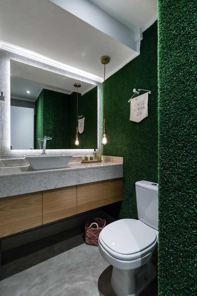E se ao invés de azulejos você apostar no muro inglês como revestimento do banheiro? Uma ideia diferente e inusitada