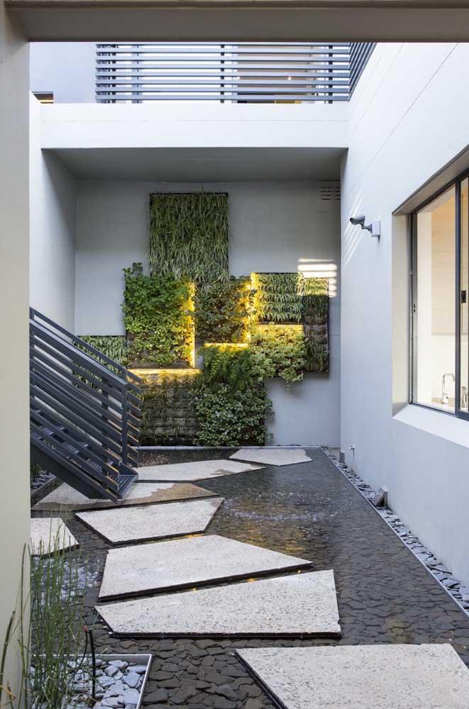 Guarde essa ideia: muro inglês formado por pequenos quadrados e cada um sendo iluminado por uma faixa de LED