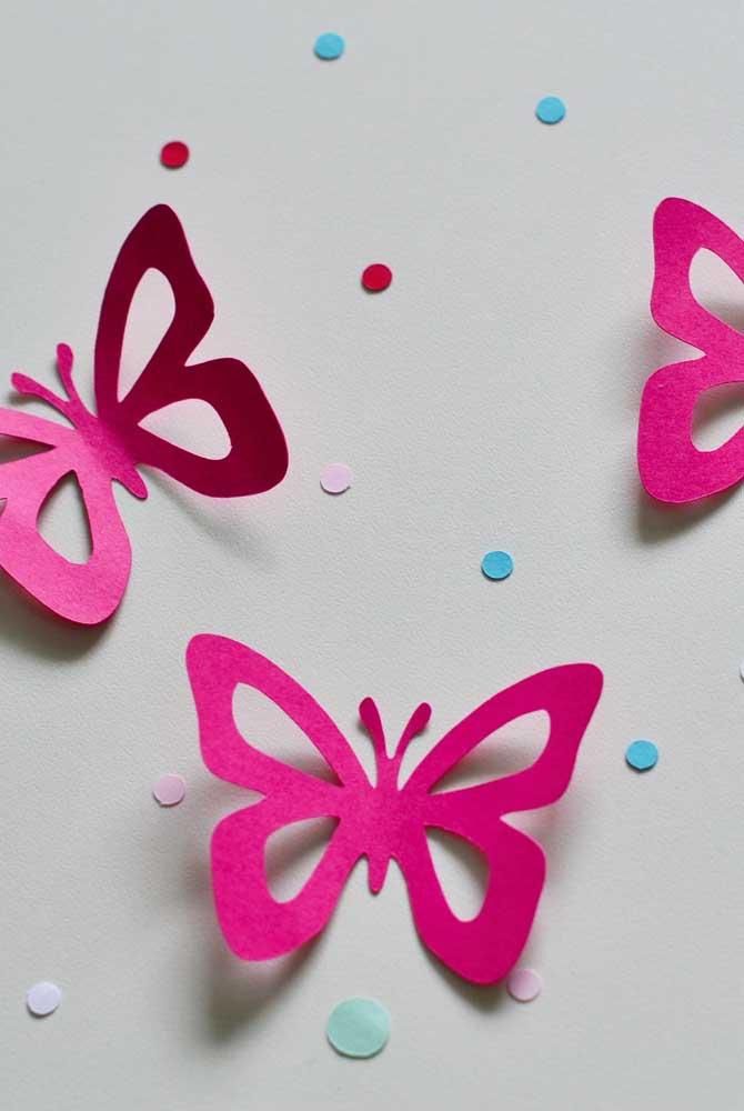 Uma combinação que vale a pena: borboletas de papel vazadas com estampa de poá