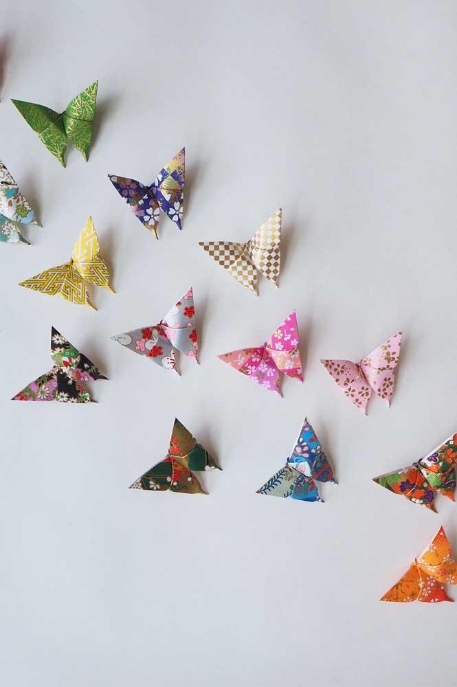Um show de cores e estampas diferentes nessa decoração com borboletas de papel