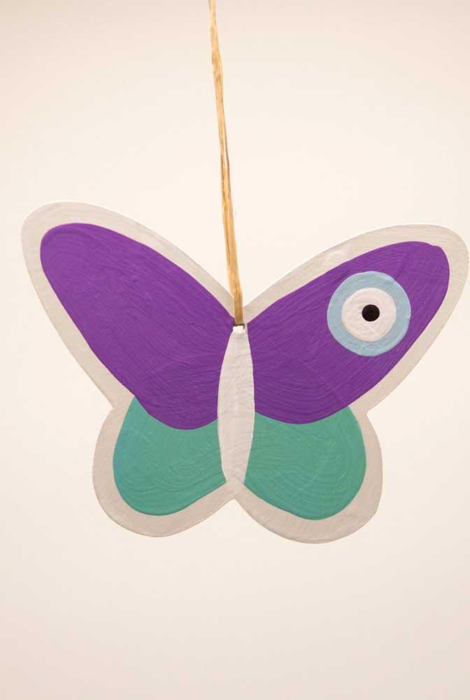 Personalize suas borboletas de papel pintando-as da cor que preferir
