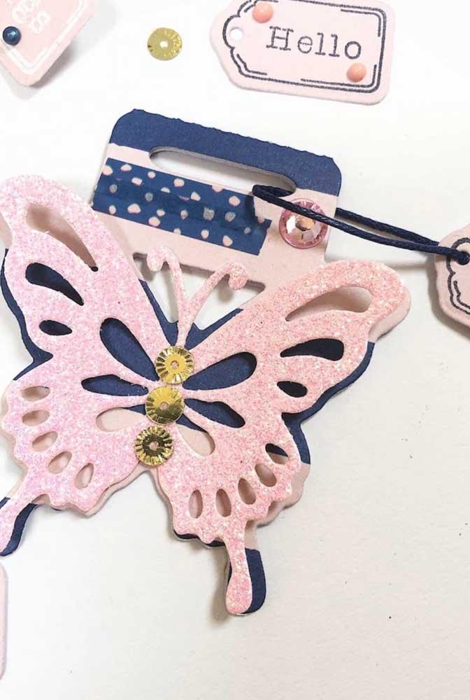 Linda essa combinação de rosa e azul escuro para as borboletas de papel