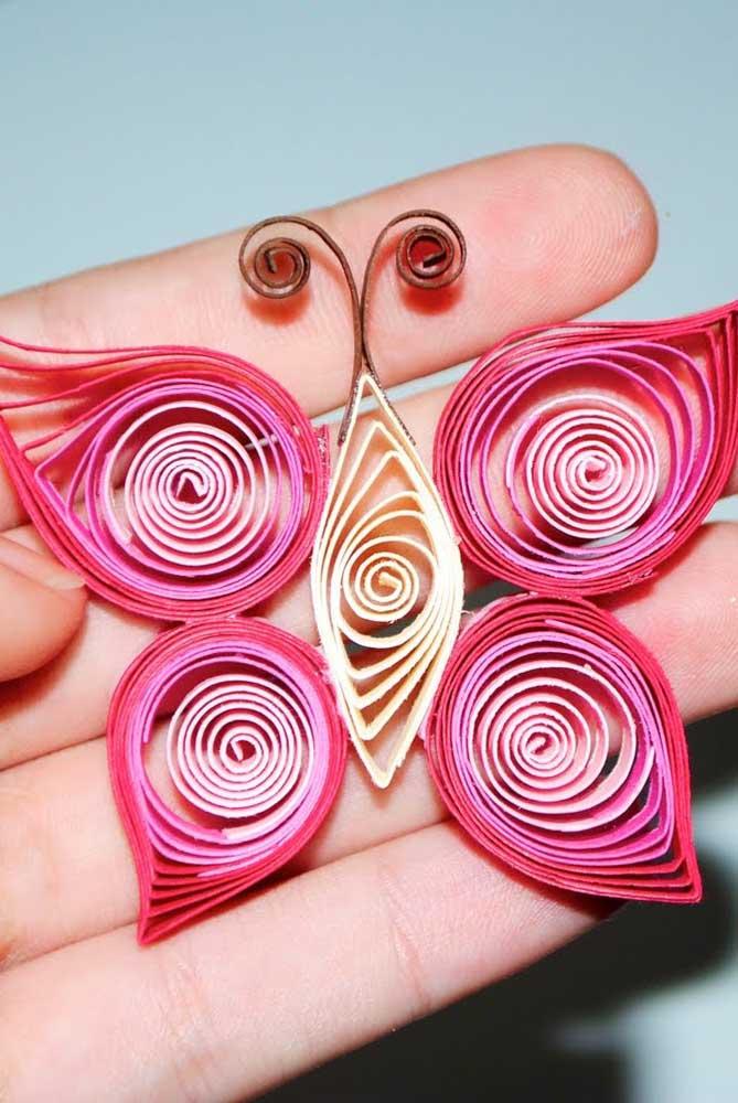 Essa ideia aqui merece sua atenção: borboletas feitas com tiras de papel