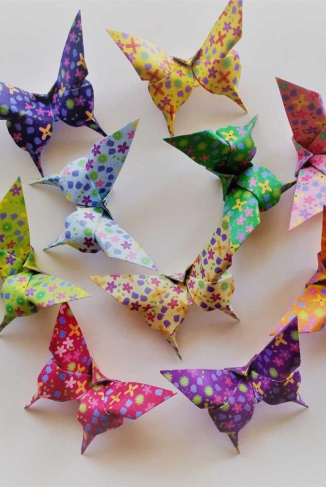 Parece um laço, mas são borboletas de papel. Super diferente esse modelo