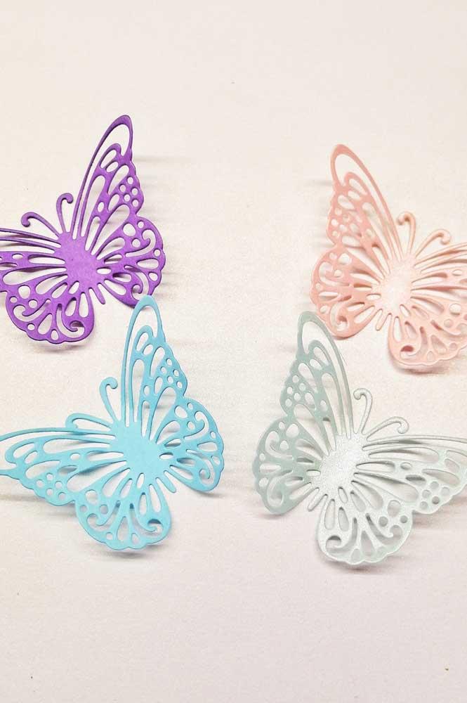 Cada cor traz um charme diferente para as borboletas de papel. Fica difícil escolher uma