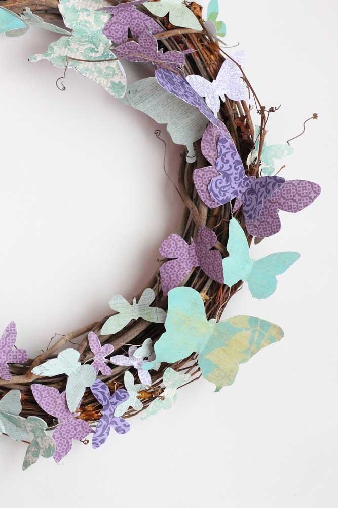 Que tal trocar os tradicionais enfeites de natal por borboletas de papel?