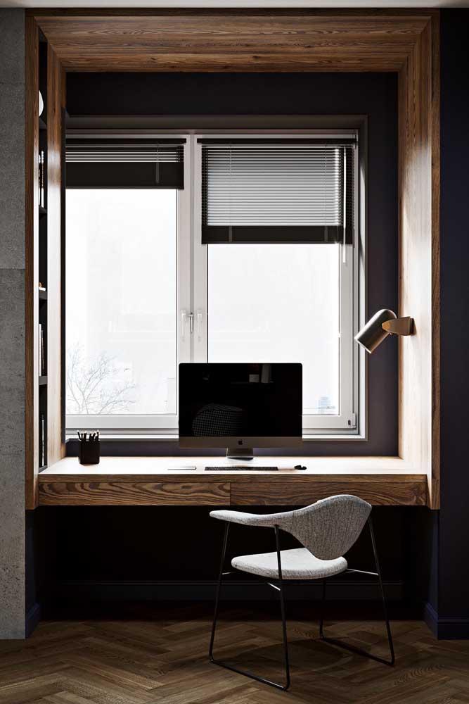 No home office, o vidro jateado também se destaca
