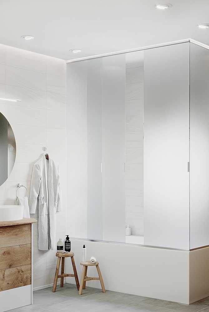Se para você a hora do banho é um momento intimo e particular, então invista em um box de vidro jateado