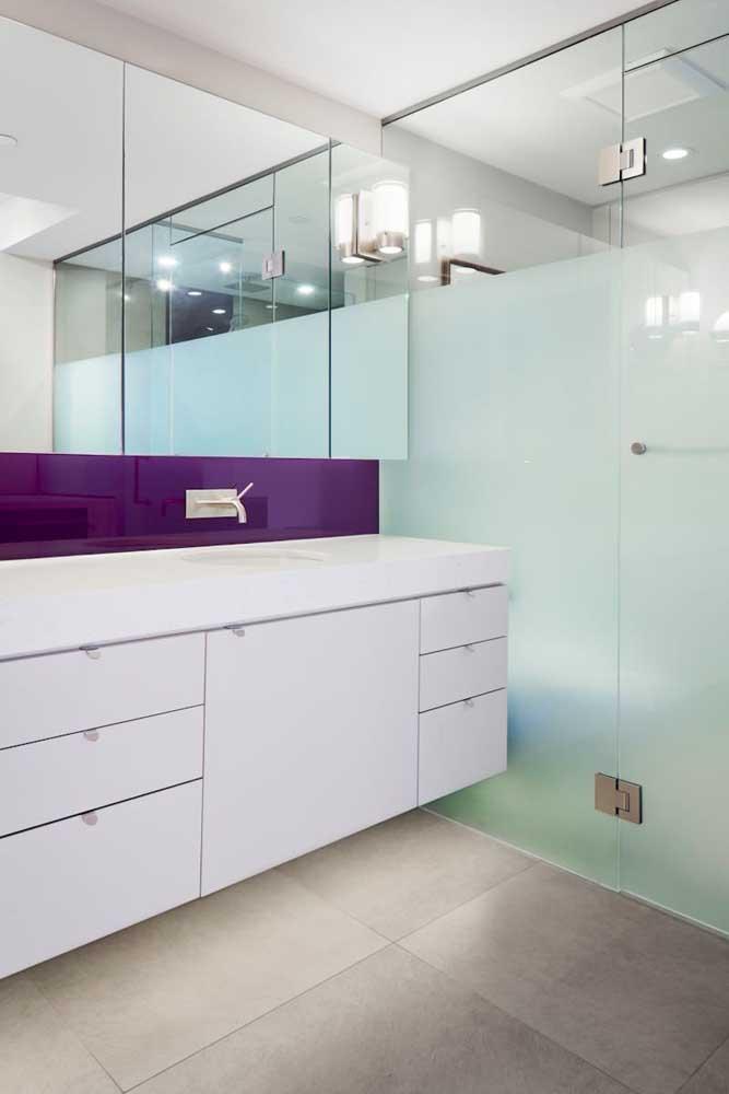 Box de banheiro com vidro jateado parcial