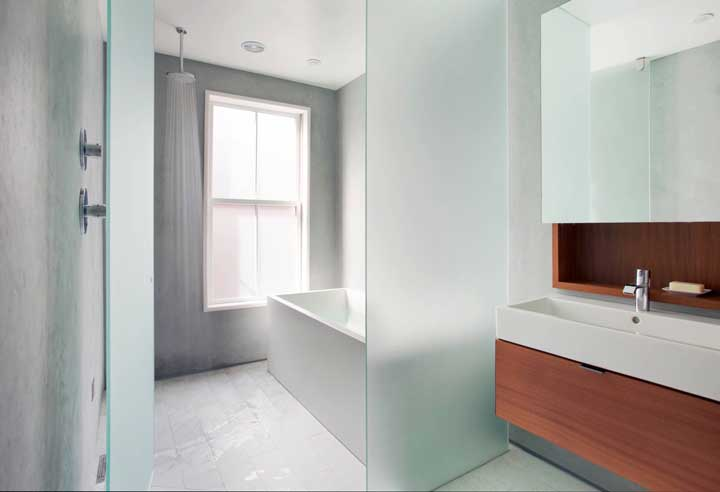 Portas de vidro jateado para entrar no banho
