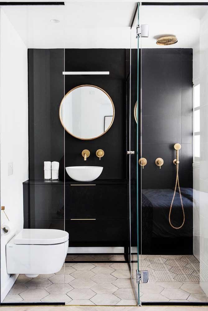 Mas se preferir pode apostar em apenas uma parede preta para o banheiro, mantendo o restante do ambiente em tons claros