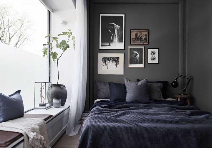 Já aqui o preto e as nuances de cinza conferem um clima sóbrio e refinado para o quarto
