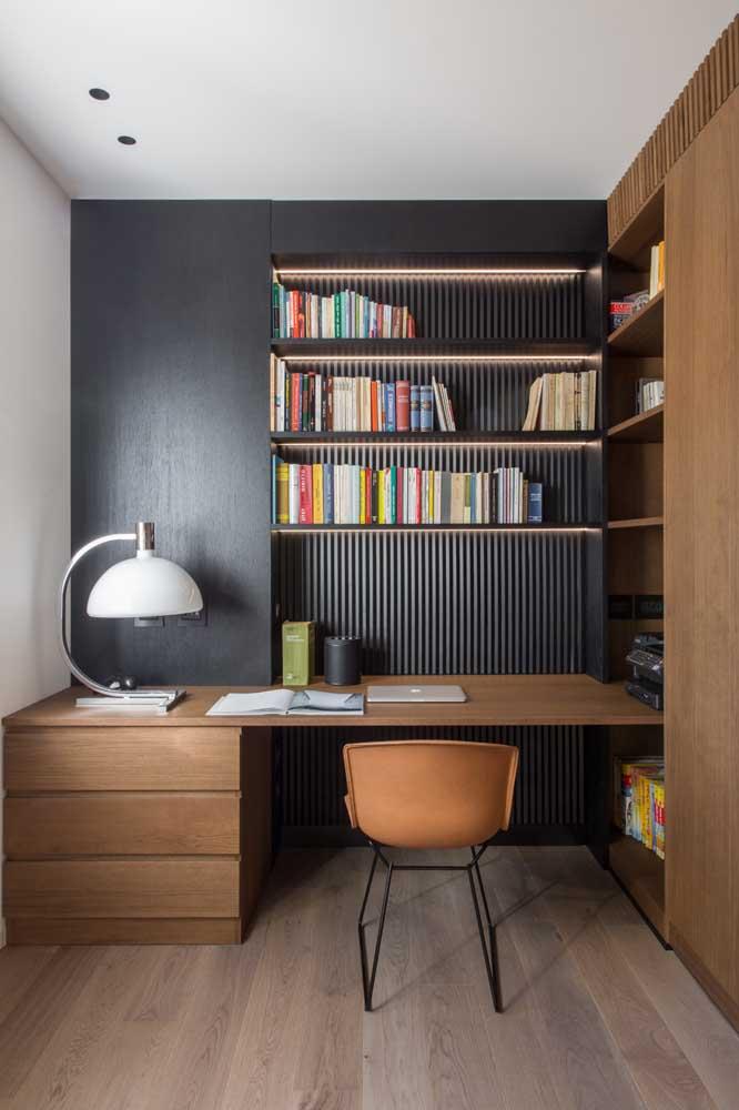 Que tal uma parede preta no escritório?