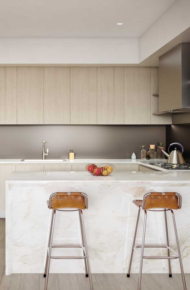 Nesse modelo de cozinha americana, os armários ficam limitados a apenas uma das paredes