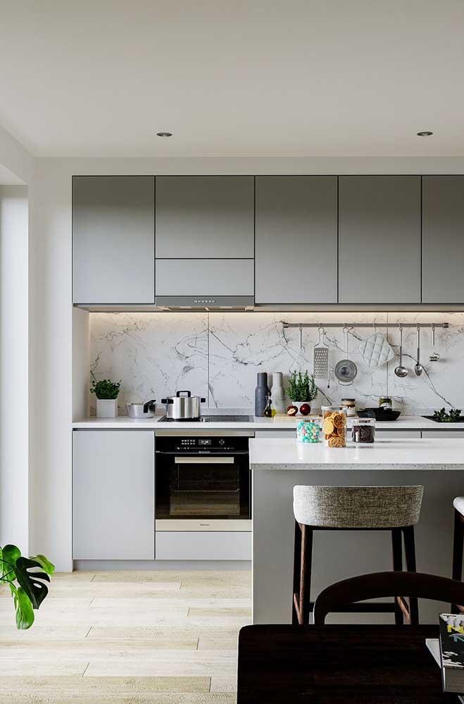 Móveis cinza para a cozinha americana moderna