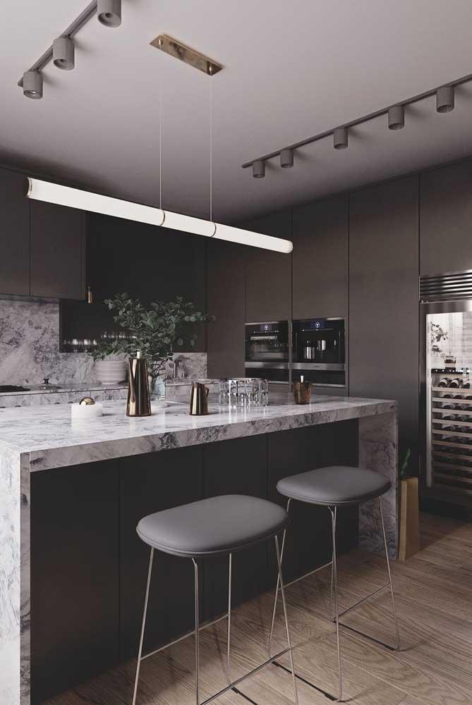 Cozinha americana em preto e branco