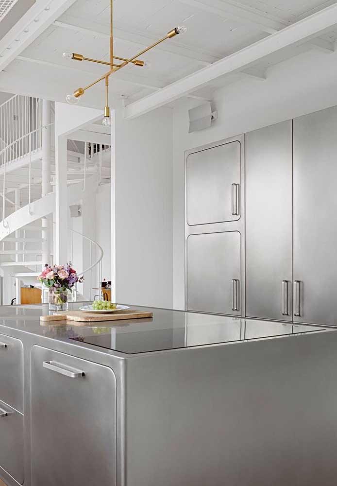 O que acha de uma cozinha toda em inox?
