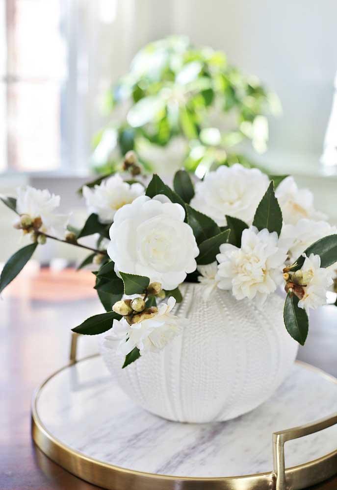Camélias brancas para um arranjo elegante e sofisticado