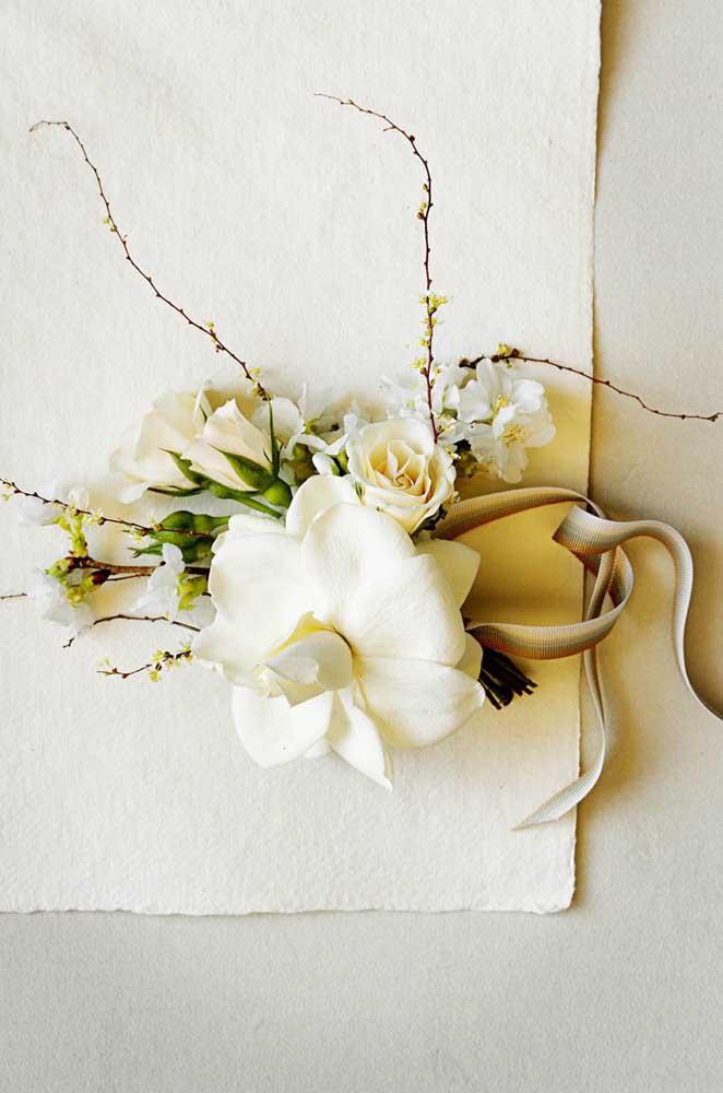 Um buquê extremamente delicado e muito elegante para acompanhar a noiva no dia do casamento