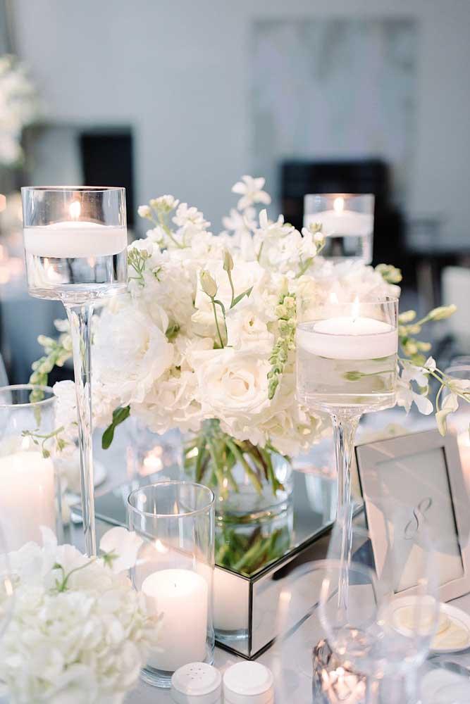 Centro de mesa para casamento feito com flores de gardênia