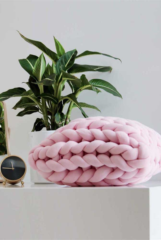 Capa de almofada em estilo nó. Uma maneira diferente de incorporar os nós na decoração