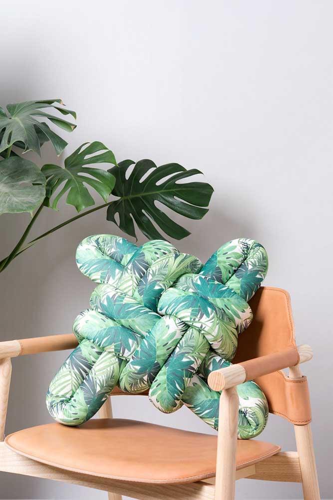 Que tal uma versão de almofada de nó colorida e bem tropical?