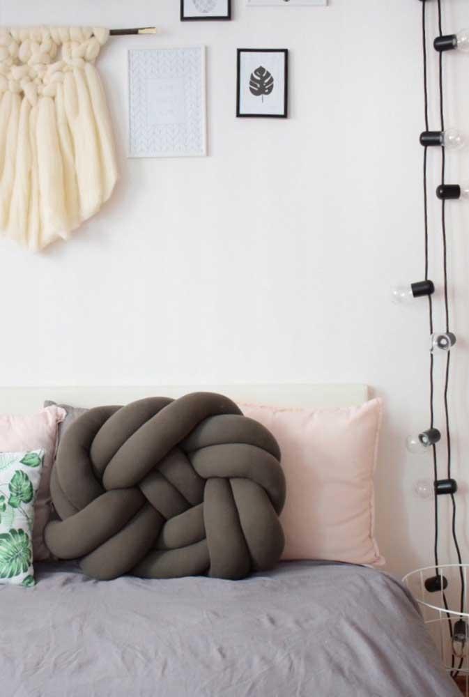 Almofada de nó em tamanho grande para decorar o quarto e acolher quem deita na cama
