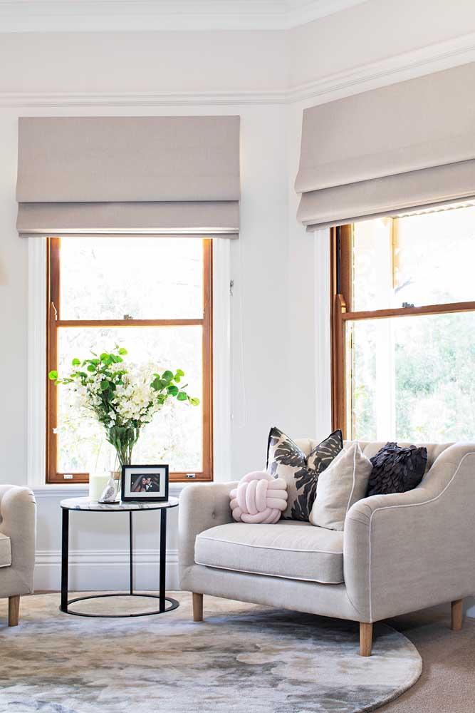 A sala de estar clássica e elegante também combina com almofada de nó