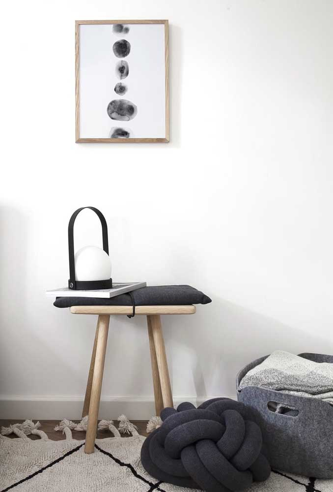 Quer uma almofada de nó moderna e elegante? Então aposte em uma versão preta