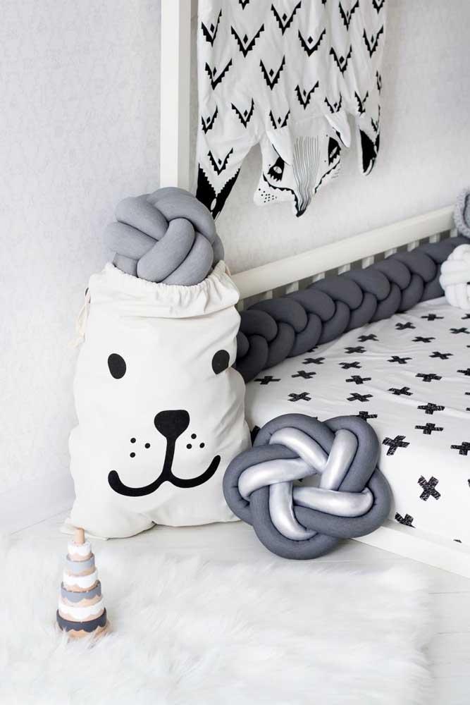 Quarto infantil com decoração escandinava precisa ter almofadas de nó, não tem jeito!