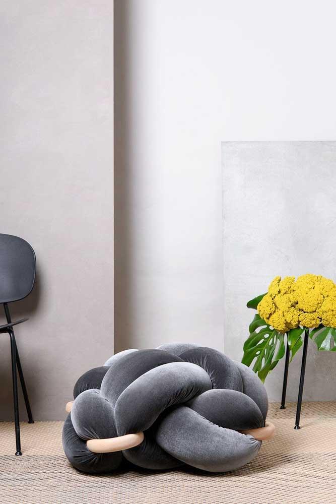 Almofada de nó em tamanho grande e com argolas. Um modelo feito para se jogar no chão