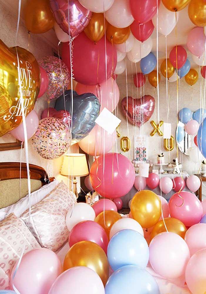 Uma festa surpresa intima feita no quarto do casal. Ideal para a esposa, o marido ou o namorado
