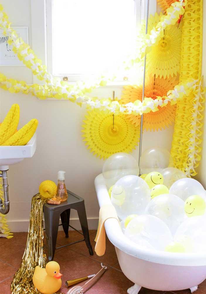 Até o banheiro da casa pode entrar no clima da festa surpresa
