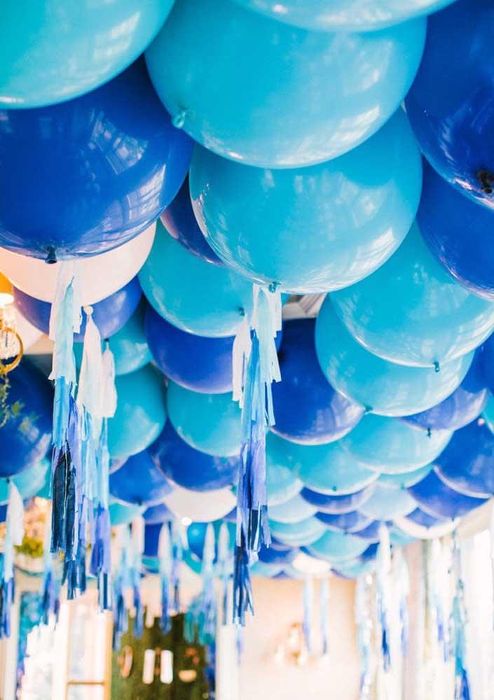 Forre o teto com balões e veja o efeito que eles causam na decoração