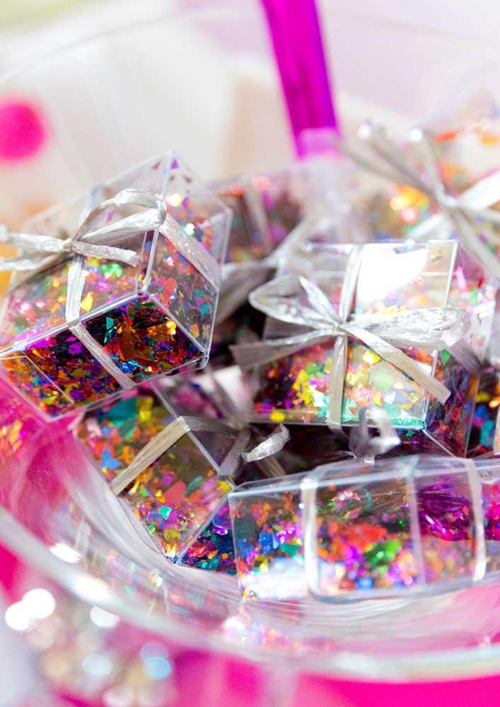 E para revelar a surpresa distribua caixinhas com confetes e papel picado