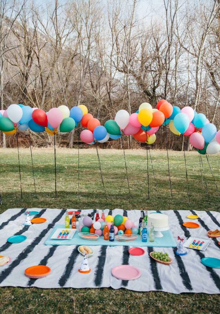 Festa surpresa ao estilo piquenique. Ideal para aquele aniversariante que adora uma celebração ao ar livre