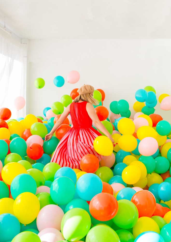 Uma piscina de balões!