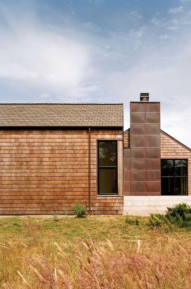Mas as casas modernas também ganham um charme a mais com as telhas shingle