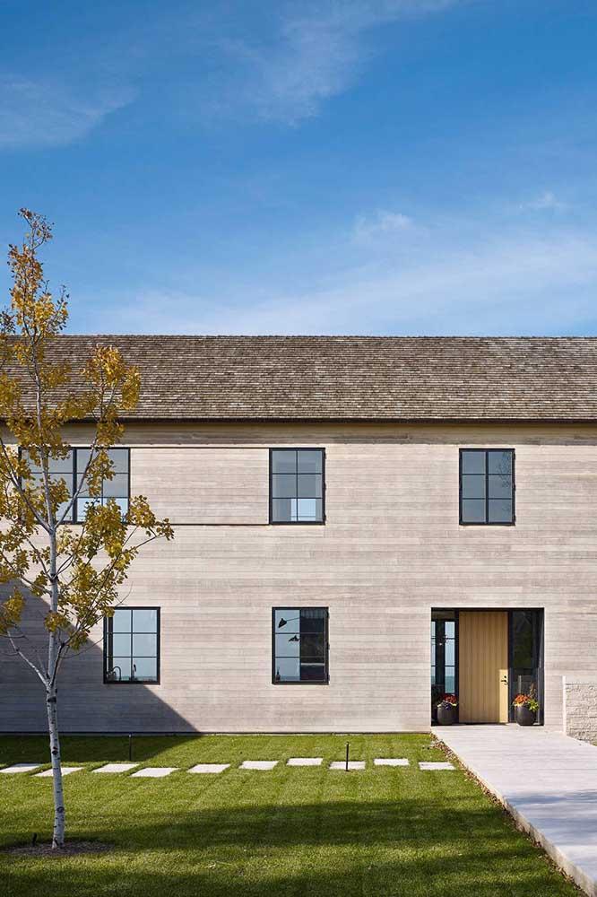 A cor escura da telha shingle protege ainda mais o telhado contra a sujeira